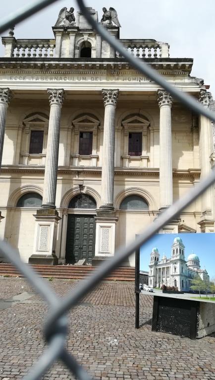 """""""Ecce tabernaculum Dei cum hominibus"""" - """"Íme, Isten hajléka az emberek között!"""" (Jel 21,3) - A földrengésben megrongálódott katolikus katedrális, Christchurch, NZ"""